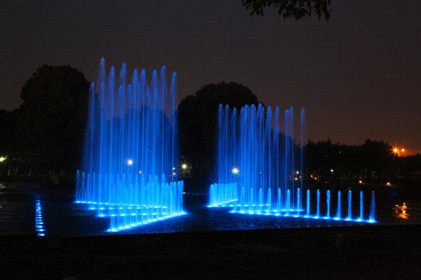慈溪市人民公园音乐喷泉-经典案例-杭州华艺喷泉设备